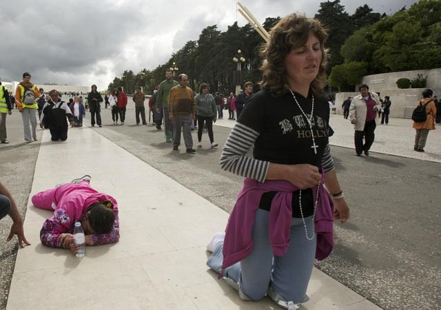 Portugal: Pilgrims in Fatima Sanctuary
